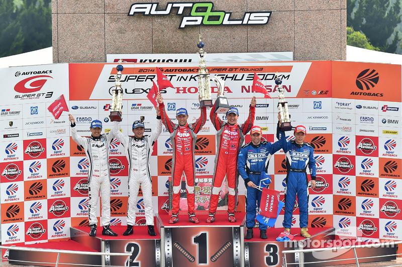 GT500 podio: vincitori di corsa Tsugio Matsuda, Ronnie Quintarelli, secondo posto Masataka Yanagida, Satoshi Motoyama, terzo posto Hironobu Yasuda, Joao Paulo de Oliveira