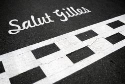 Salut Gilles, Tribut für Gilles Villeneuve an der Start-Ziellinie