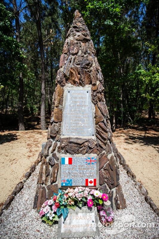 D-Day em Le Mans: monumento canadense lembra mortos, entre Mulsanne e Indianapolis