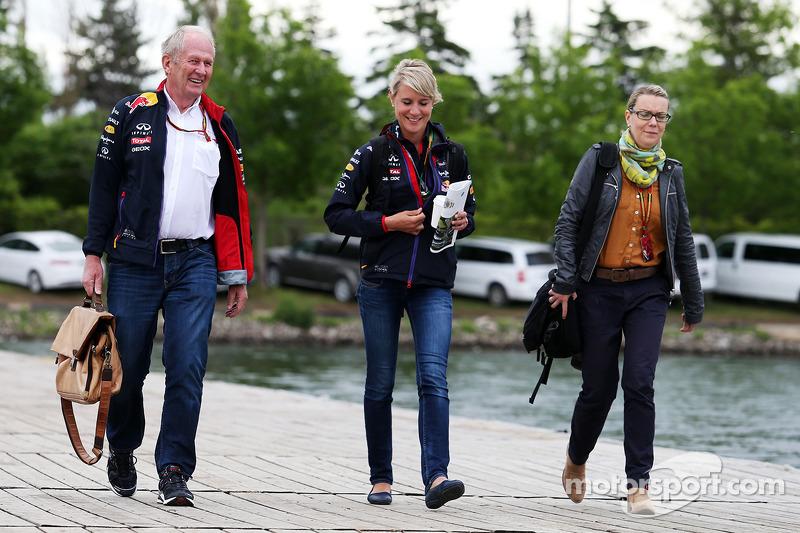 Dr Helmut Marko, Red Bull Motorsporları Danışmanı ve Britta Roeske, Red Bull Racing Basın Sözcüsü ve
