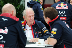 (Da sinistra a destra): Adrian Newey, Red Bull Racing Chief Technical Officer with Dr Helmut Marko, consulente Red Bull Motorsport e Christian Horner, Red Bull Racing Team Principal