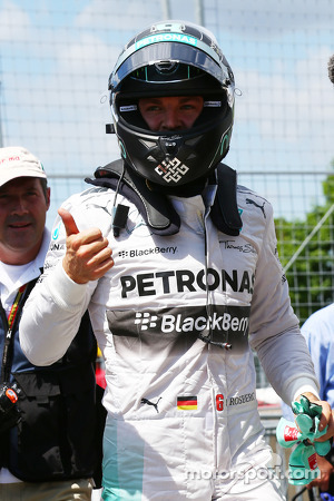 Pole for Nico Rosberg, Mercedes AMG F1
