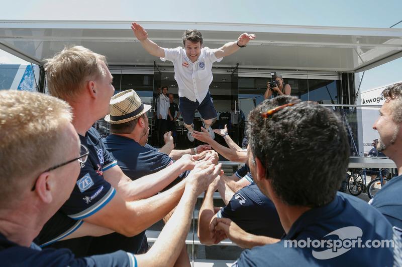 Francois-Xavier Demaison festeggia con il team VW