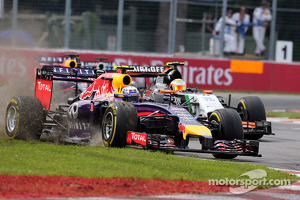 Daniel Ricciardo, Red Bull Racing overtakes Sergio Perez, Sahara Force India 08