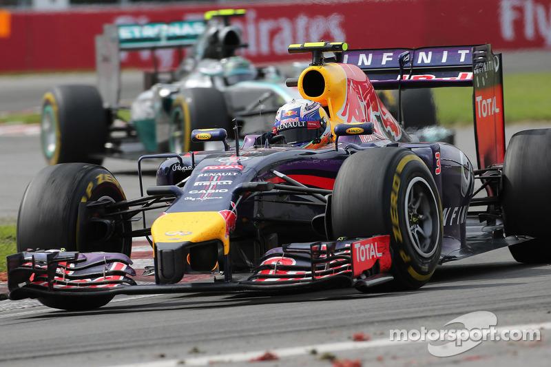 Daniel Ricciardo, Red Bull Racing; Nico Rosberg, Mercedes AMG F1 W05