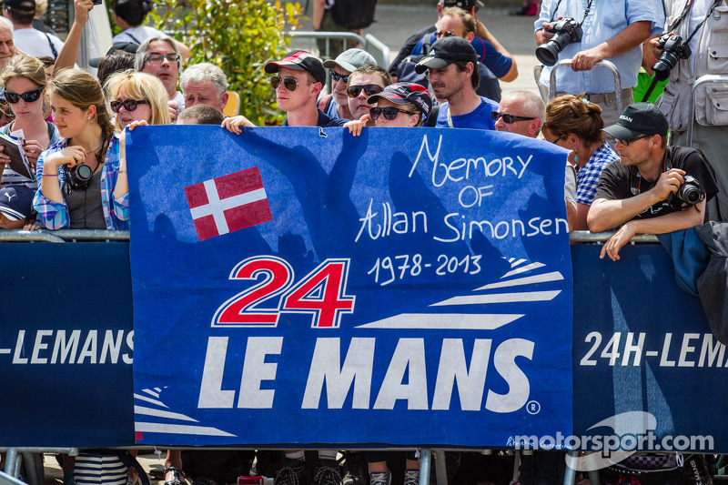 Fan banner for Allan Simonsen during the presentation of the #95 Aston Martin Racing Aston Martin Vantage V8