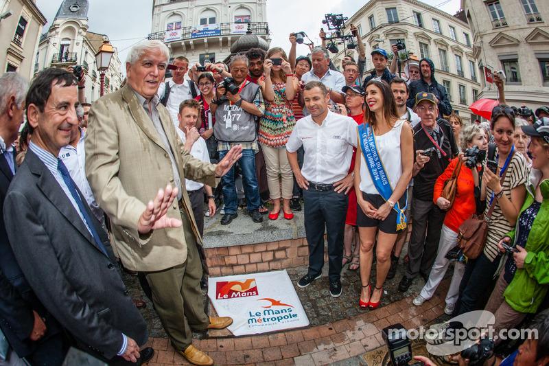 Cerimonia Hand imprint: 2013 24 Ore di Le Mans vincitori Loic Duval, Tom Kristensen e Allan McNish c