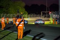#92 保时捷 曼泰车队 保时捷 911 RSR (991): 马可·霍尔泽, 弗里德利·马可维基, 理查德·莱茨 避免与 #99 阿斯顿马丁 Vantage V8赛车相撞: 阿历克斯·麦克道尔, 欧阳若曦, 费尔南多·里斯