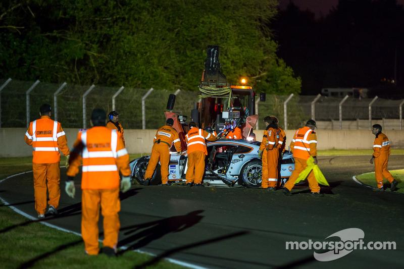 Aftermath of the crash #99 Aston Martin Racing Aston Martin Vantage V8: Alex MacDowall, Darryl O'You