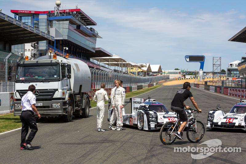 Porsche takımı fotoğraf çekimi sırasında duraklamalar
