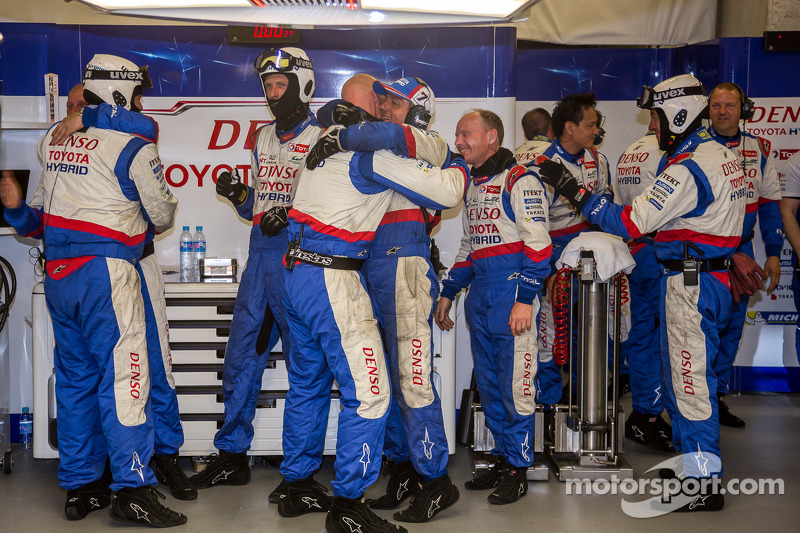 Toyota, la squadra festeggia lapole