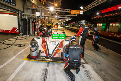 进站:#38 Jota Sport Zytek Z11SN - 尼桑: Simon Dolan, Harry Tincknell, Oliver Turvey