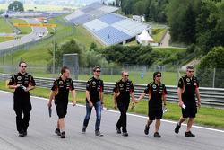 Trackwalk: Romain Grosjean, Lotus F1 Team