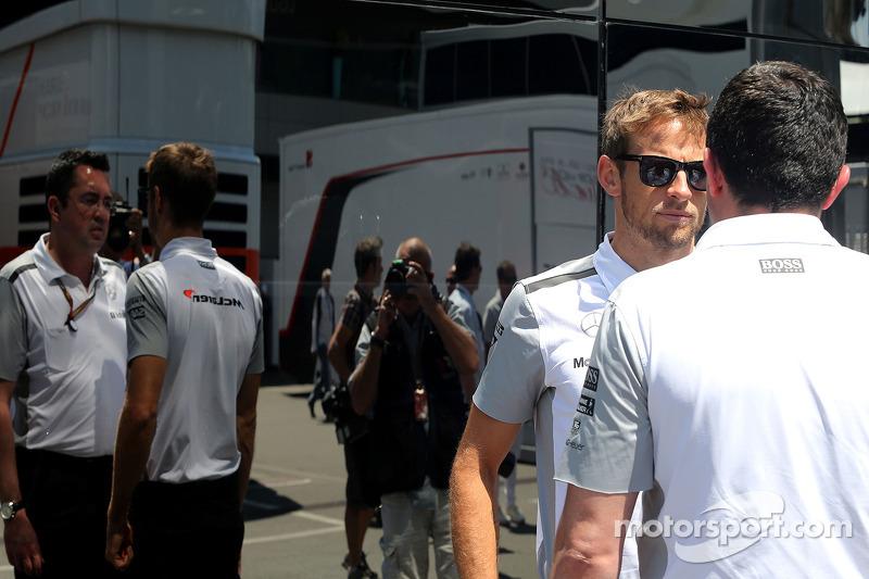 Jenson Button, McLaren F1 Team e Eric Boullier, McLaren F1 Team