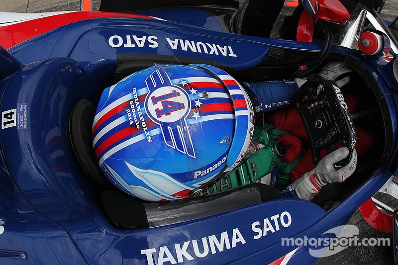 Takuma Sato'nun yardım kaskı