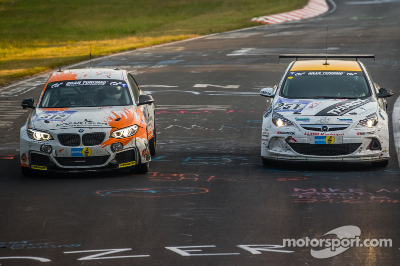 #312 BMW M235i Racing: Jörg Wiskirchen, Carsten Welschar, David Ackermann, #251 Lubner Event & Motorsport Opel Astra OPC Cup: Axel Jahn, Juha Karjalainen, Sepo Hunt, Alain Pier