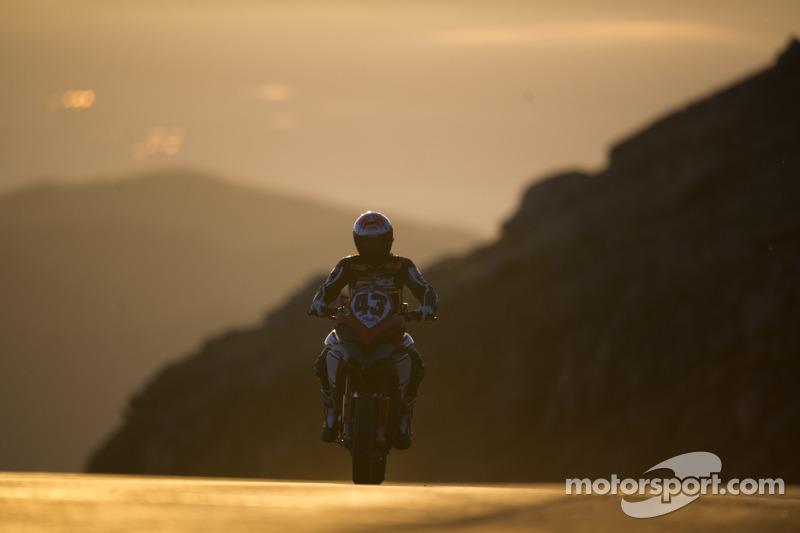 #43 杜卡迪 Multistrada 1200 匹克峰挑战赛特别版: 米基·德蒙德
