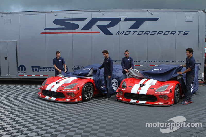 Dominik Farnbacher, Marc Goossens, Jonathan Bomarito, Kuno Wittmer unveil the retro livery on the Viper