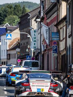 #11 Wochenspiegel Team Manthey Porsche 911 GT3 RSR in the Adenau traffic