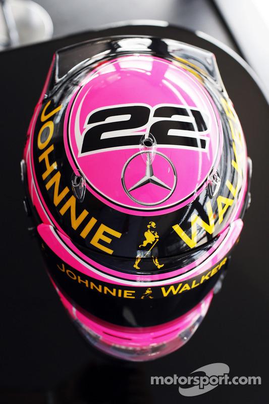 Capacete rosa de Jenson Button, McLaren, em homenagem a seu pai, John Button