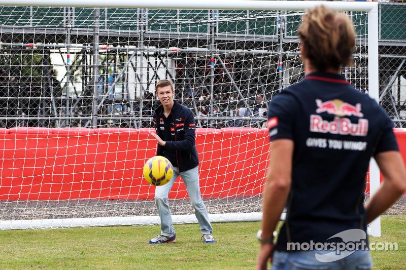 Jean-Eric Vergne, Scuderia Toro Rosso e Daniil Kvyat, Scuderia Toro Rosso tirano calci di rigore