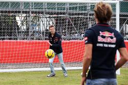 Elfmeterschuss: Jean-Eric Vergne, Scuderia Toro Rosso; Daniil Kvyat, Scuderia Toro Rosso