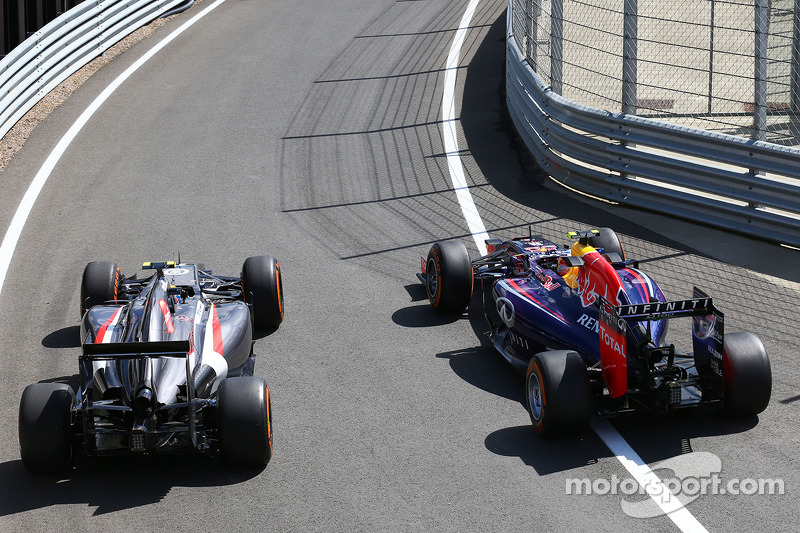 Esteban Gutierrez, Sauber C33 with Daniel Ricciardo, Red Bull Racing RB10