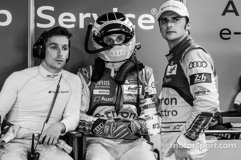 Filipe Albuquerque, Oliver Jarvis ve Marco Bonanomi, Loic Duval'ın kazasından sonra