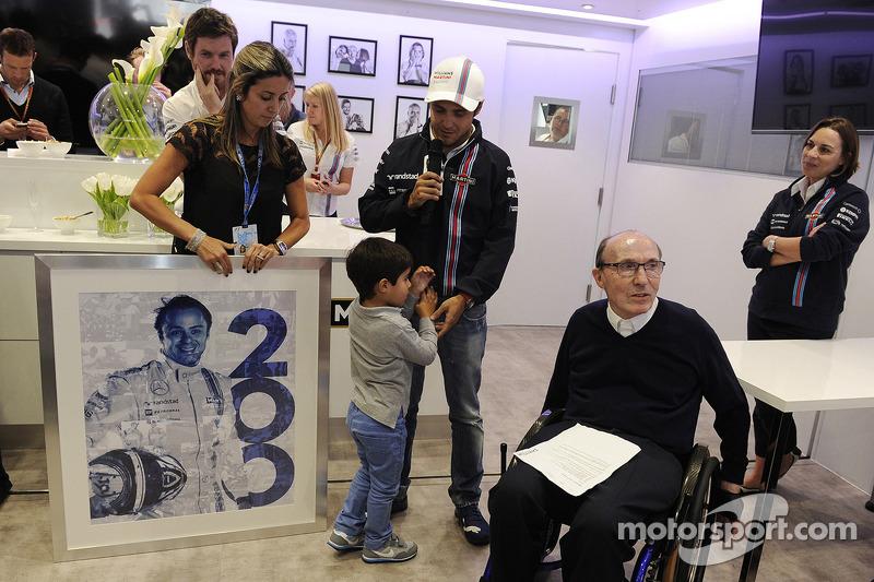 Felipe Massa, Williams celebrates his 200th GP with his wife Rafaela Bassi, Williams Team Owner, Cla