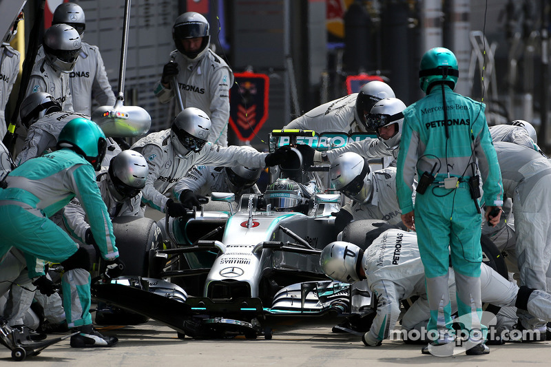Nico Rosberg, da Mercedes AMG F1 Team, durante pitstop
