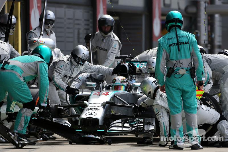 Boxenstopp: Lewis Hamilton, Mercedes AMG F1 Team