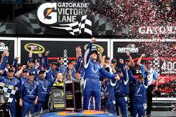 Race winner Aric Almirola, Richard Petty Motorsports Ford