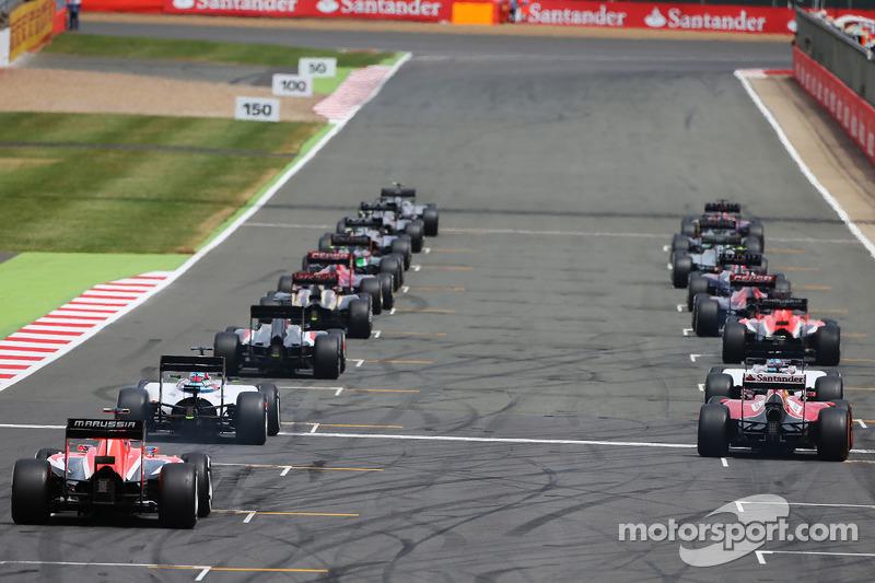 Fernando Alonso, Ferrari F14-T yarıştan önce gridde yerine geliyor
