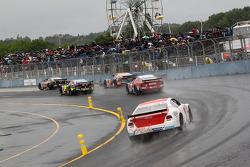 Oval车队在雨中