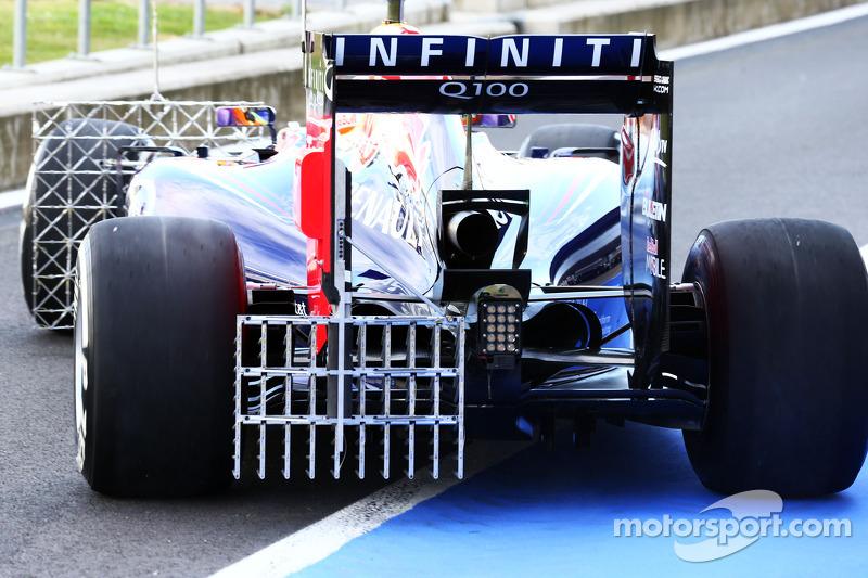 Daniel Ricciardo, Red Bull Racing RB10 running sensor equipment
