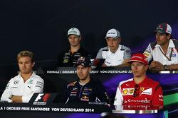 Nico Hulkenberg, Sahara Force India F1; Kevin Magnussen, McLaren; Adrian Sutil, Sauber; Nico Rosberg, Mercedes AMG F1; Sebastian Vettel, Red Bull Racing; Kimi Raikkonen, Ferrari en la conferencia de prensa