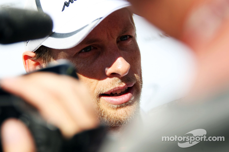Jenson Button, McLaren con i media