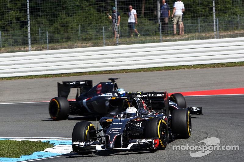 Giedo van der Garde, Sauber C33 Terzo pilota, davanti a Adrian Sutil, Sauber C33