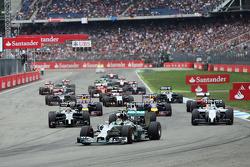 尼克·罗斯伯格, 梅赛德斯AMG F1 W05赛车,在比赛开始时领先