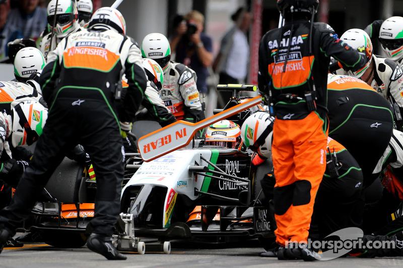 Sergio Perez, Sahara Force India, durante un pitstop