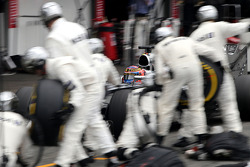 Jenson Button, McLaren F1 Team during pitstop