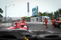 Tony Kanaan, Chip Ganassi Racing Chevrolet crashes