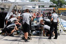 Boxenstopptraining: Nico Rosberg, Mercedes AMG F1 W05