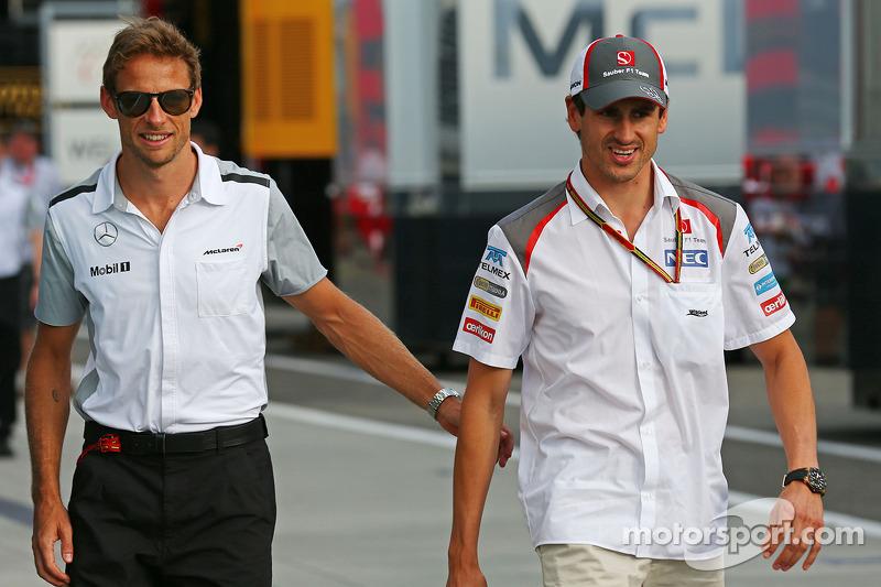 Jenson Button, McLaren con Adrian Sutil, Sauber