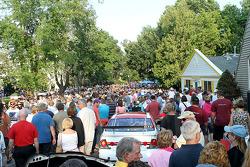 埃尔克哈特湖竞赛期间拥挤的街道
