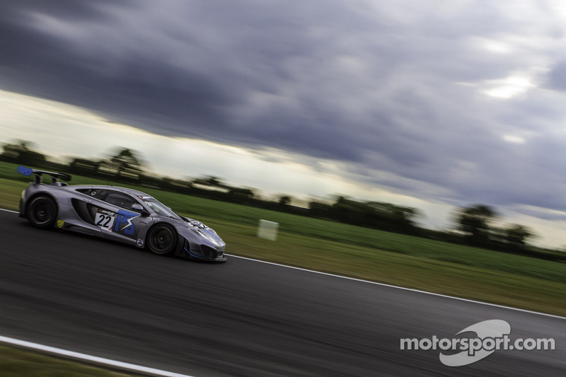 #22 Preci-Spark McLaren MP4-12 GT3: David Jones, Godfrey Jones