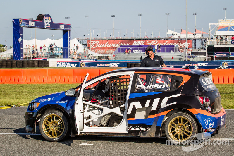 #59 雪佛兰 Sonic Racing / PMR Motorsports 雪佛兰 Sonic: 帕特·莫罗 在发车区死火