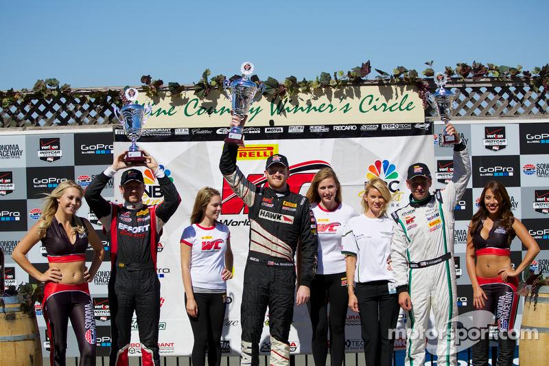 GT Podio vincitori: Ryan Dalziel (secondo, a sinistra), Mike Skeen (primo, al centro), Butch Leitzinger (terzo, a destra)