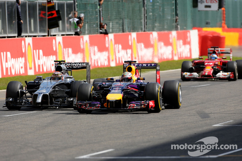 Sebastian Vettel, Red Bull Racing and Kevin Magnussen, McLaren F1