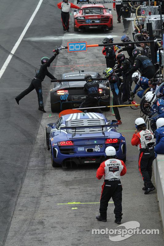 #46 Fall-Line Motorsports Audi R8 LMS: Charles Espenlaub, Charlie Putman fazendo uma parada nos boxes